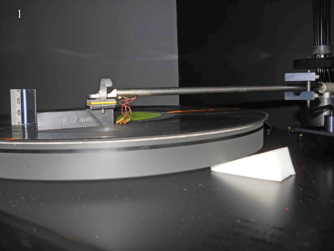 Initial turntable vertical tracking angle